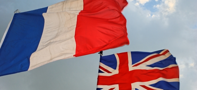 Hollande takes campaign to London