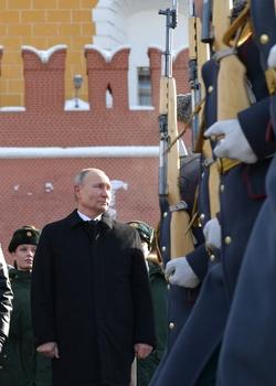 http://kremlin.ru/events/president/news/65048/photos/65280